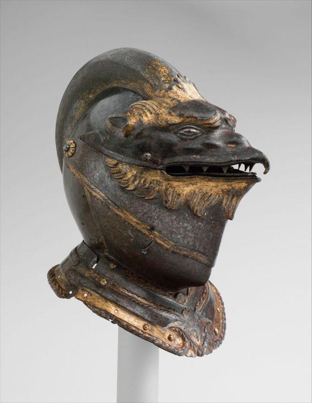 Casco a forma di testa di grifone, italiano, Milano o Brescia, ca. 1550. Meraviglia.