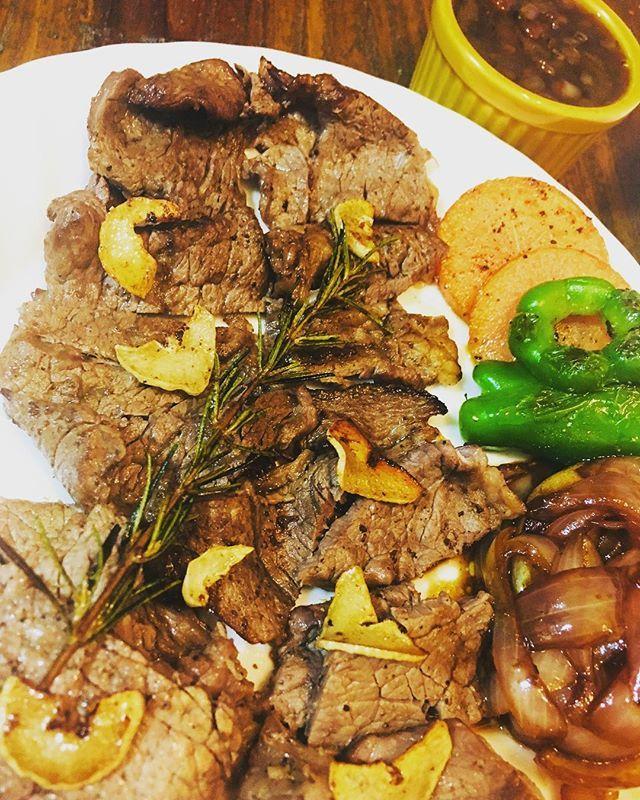 月曜からステーキ #ステーキ #肉#手作りソース #晩御飯 #お家ごはん #おうちごはん #夕ご飯 #野菜のグリル #ローズマリー #料理 #料理大好き #料理勉強中