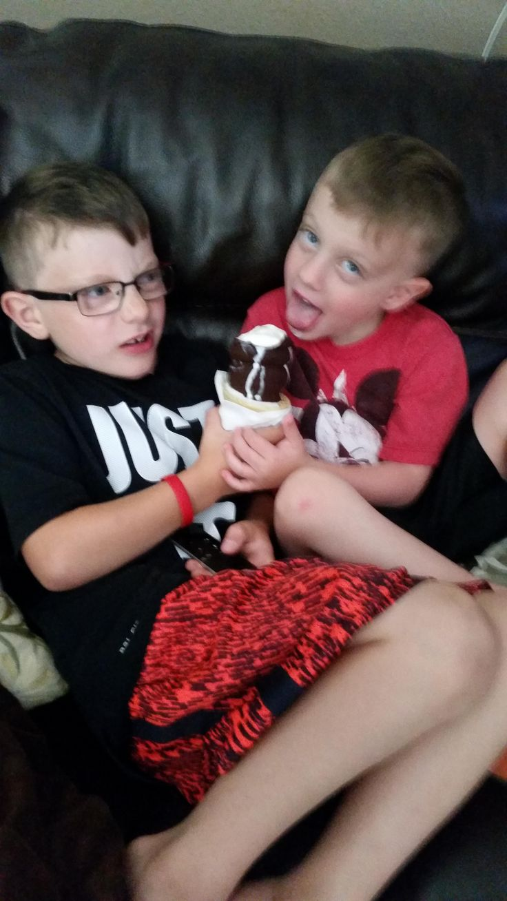 My Two Autistic Sons Sharing Some DQ http://ift.tt/2qNIsta