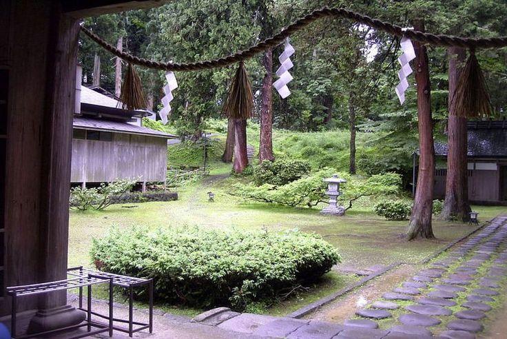 Каменные ступени в кедровом лесу: паломничество к горе Хагуро (Япония)