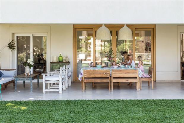 Diez formas de decorar el espacio exterior de tu casa for Galerias casas minimalistas