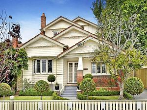 Cream Californian bungalow designs - Australian architecture.jpg