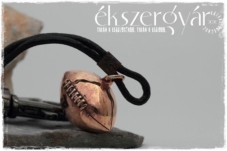 Amerikai foci bronz kulcstartó. http://ekszergyar.hu/keszites