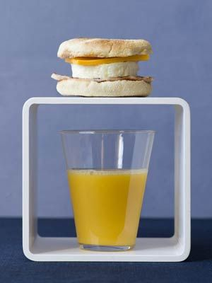 A super easy way to eat a yummy breakfast in the morning is you make a bath a week!: English Muffins, Food Marketing, Muffins Cups, Eggs Breakfast, Eggs Muffins, Whole Food, Eggs Recipes, Muffins Sandwiches, Hearti Breakfast