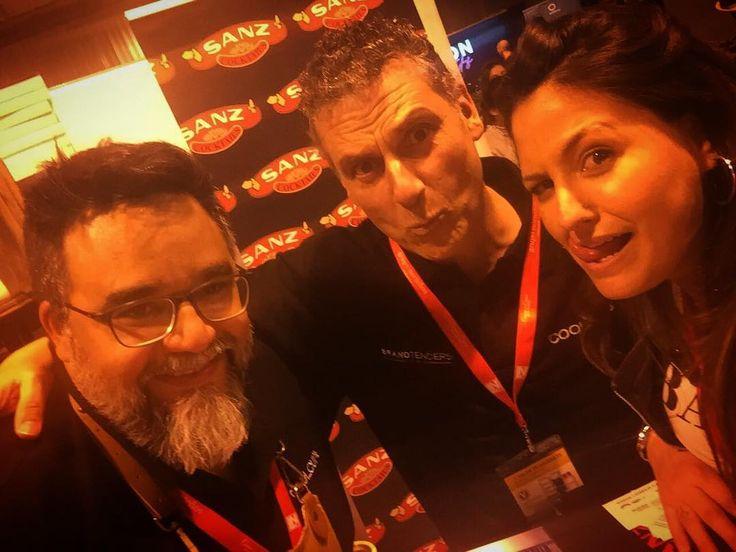 Momentazo @bego_velvet @coolcup_ @sanzcocktails con @brandtenders.news en @evolutionspirits @salondegourmets #madrid #ifema #brandtendersnews