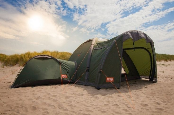Dacă țineți tabără pe tot parcursul anului, nu este neobișnuit să aveți mai multe corturi în rolele dvs. Un cort mic  pentru campingul solitar, un cort mai mare  atunci când aventurat cu un echipaj, și un cort izolat pentru înfrângerea rece de iarnă. Clanul Crua este un cort modular care se poate transforma în fiecare dintre acestea.