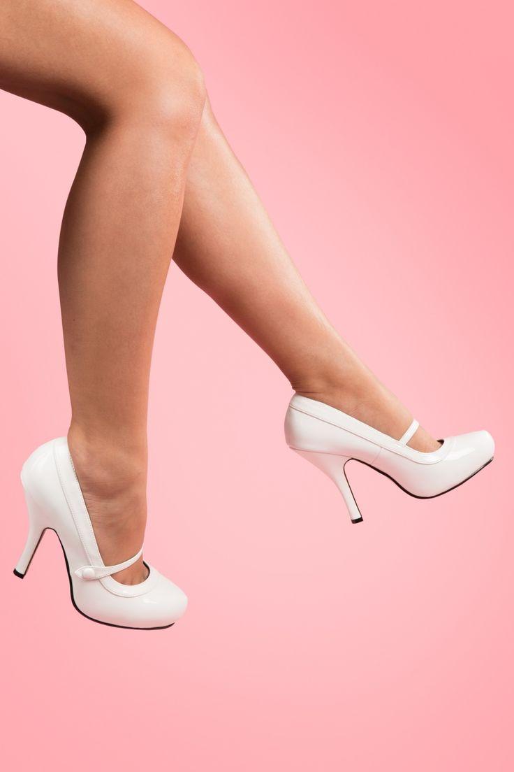 Pinup Couture - 40s Cutiepie Mary Jane White platform lak pumps. Ik vind ze zo schattig, maar kan er écht niet op lopen.