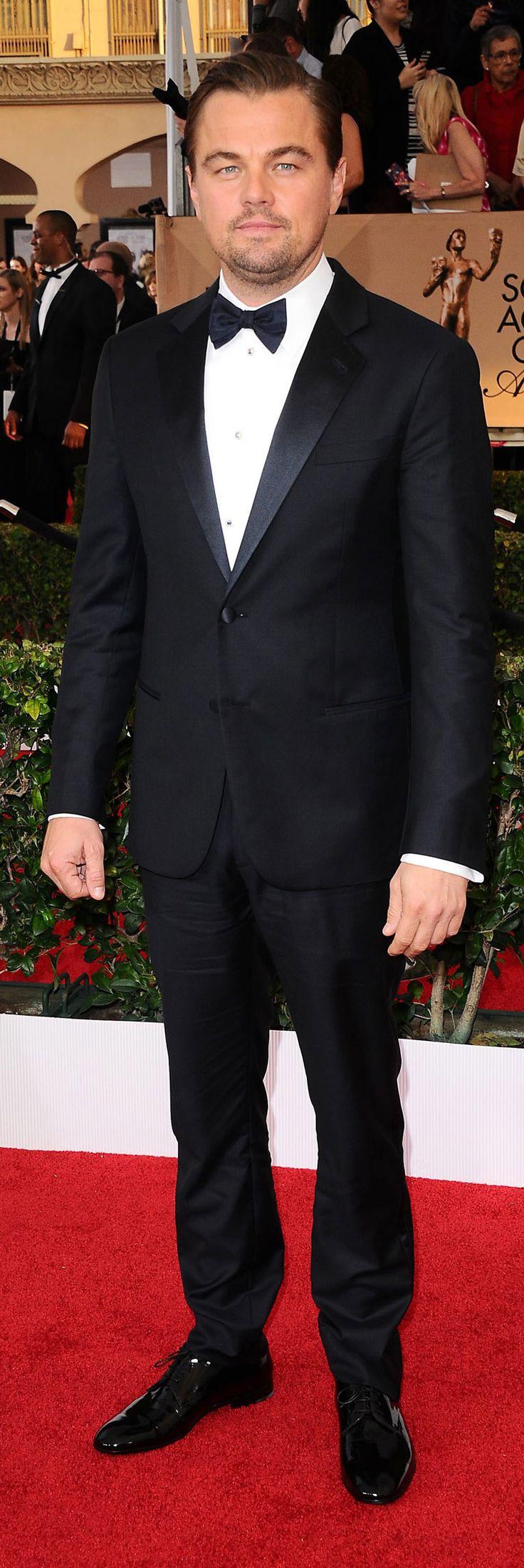 No podemos olvidarnos de Leonardo DiCaprio, el gran esperado de la noche de los  #SAGawards . DiCapario lució un peinado hacia atrás con un sutil volumen, gracias al uso de ceras y arcillas. #SalermHairStyle #SAGawards #SAGawards2016 #Hollywood