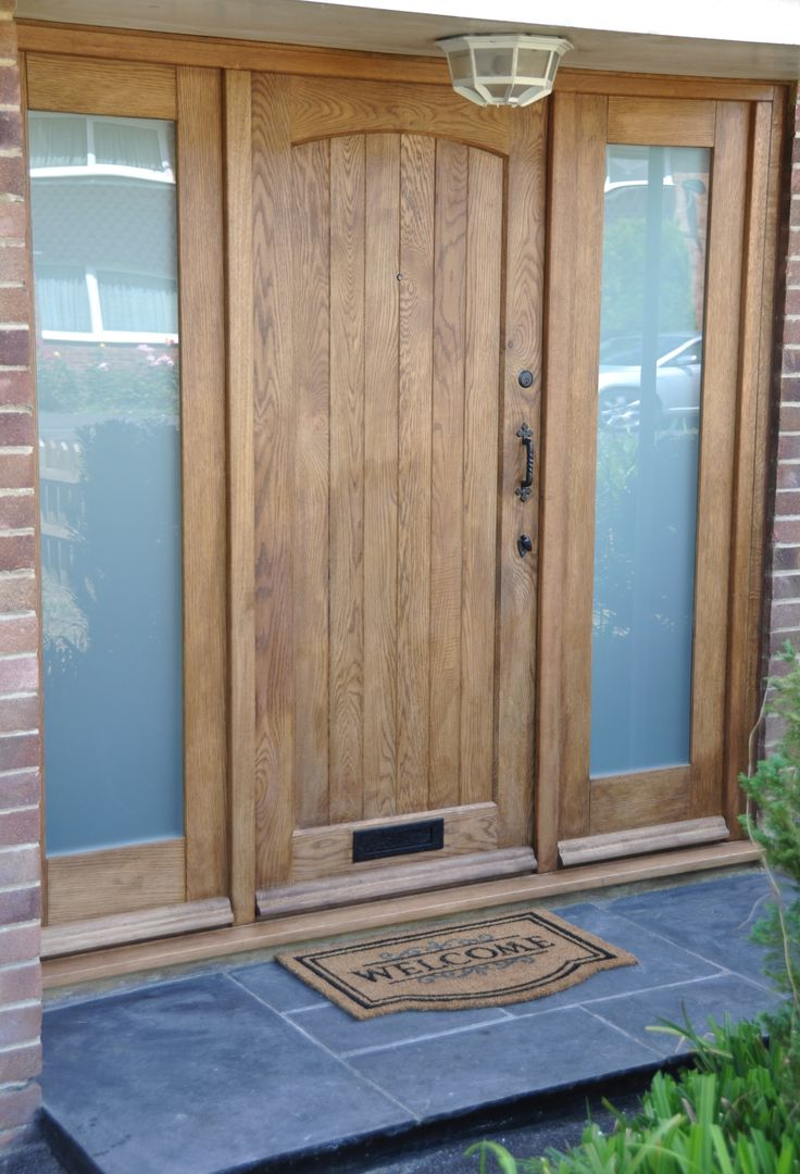 Solid Oak Cottage External Oak Door, Traditional Front door, Oak Exterior Door http://www.ukoakdoors.co.uk/cottage-external-oak-door_p23637748.htm