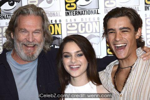 Brenton Thwaites San Diego Comic-Con International 2014 - 'The Giver' - Photocall http://icelebz.com/events/san_diego_comic-con_international_2014_-_the_giver_-_photocall/photo1.html