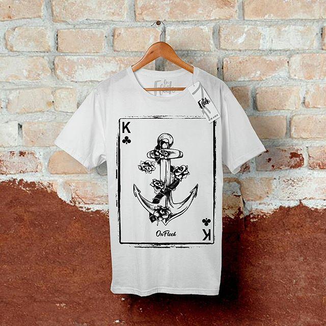 👊Card Anchor Flowers👊 Esta camiseta faz parte da primeira coleção da @UseOnFleek. Estampa exclusiva que faz uma brincadeira com alguns elementos como jogos de cartas e tatuagens de âncora; Confeccionada em 100% algodão com corte regular e acabamento impecável. . 📦 Disponível para pronta entrega nas cores: *Camiseta: Branca ou Preta. *Estampa: Branca ou Preta. . ❗Tamanhos: PP ao G 💲Valor: R$34,90 📱Contato: (81) 9 9693-2089 | (81) 9 9801-1535