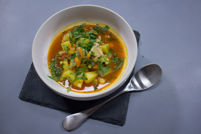 Ali kokkaa Soppa365-tv:ssä meksikolaista kalakeittoa. Tällä reseptillä saat vaihtelua kalakeittoon ja ruoka on myös omiaan karkoittamaan flunssanalut.