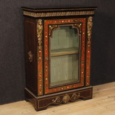 2100€ French display cabinet in painted wood in Boulle style. Visit our website www.parino.it #antiques #antiquariato #furniture #antiquities #antiquario #credenza #buffet #cupboard #decorative #interiordesign #homedecoration #antiqueshop #antiquestore #buffet #sideboard #credenza #cabinet #vitrine #painted #boulle #style