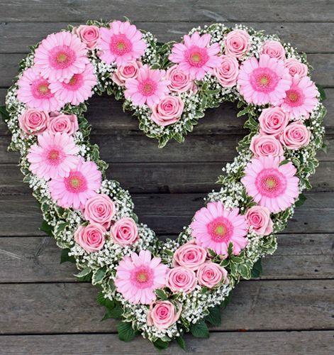 Grave decoration Funeral heart | http://holmsundsblommor.blogspot.se/2013/09/rosa-hjarta.html 130913