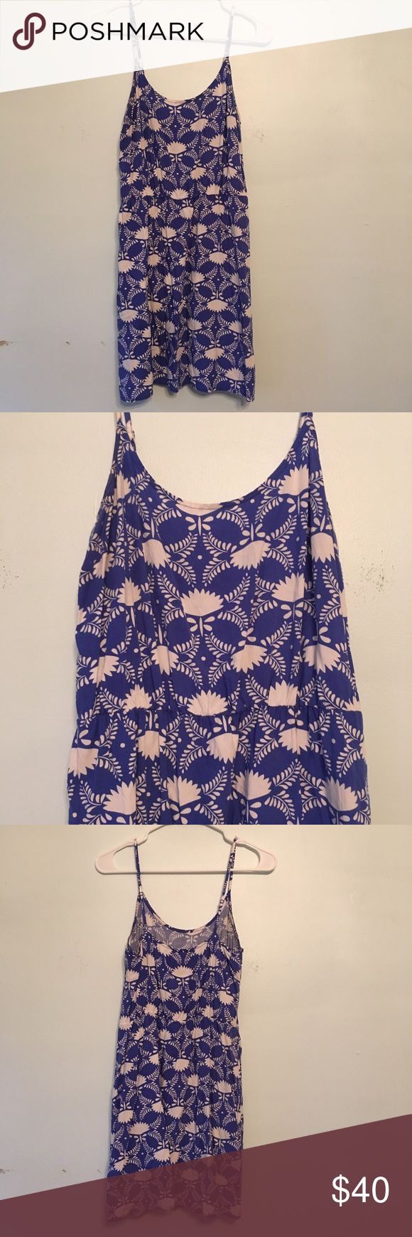 Old Navy Dress Medium Petite Cami Floral Rayon Old Navy Dress Medium Petite Cami Waisted Blue White Floral Rayon Fan Leaf   Cami dress with adjustable spaghetti straps. Elastic waist. Unlined.   Sold pre-owned with light wear.   INV bin F1 Old Navy Dresses