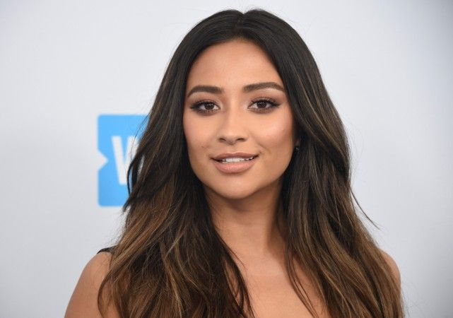 Shay Mitchell leaves nothing to the imagination in 2 revealing outfits and drops the F-bomb at MTV Movie and TV Awards