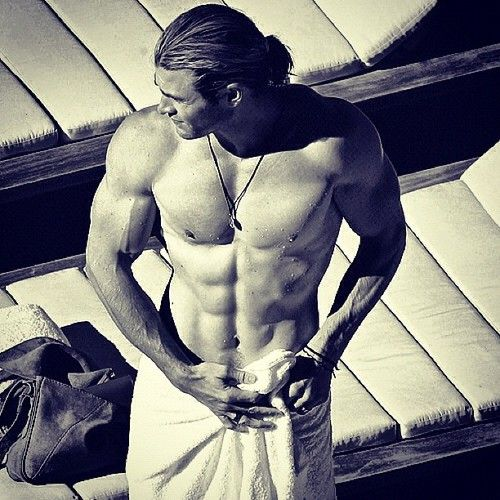 Chris Hemsworth Sweet Jesus...O.O i think my eyes just fell out of my head O.O :OOOOO