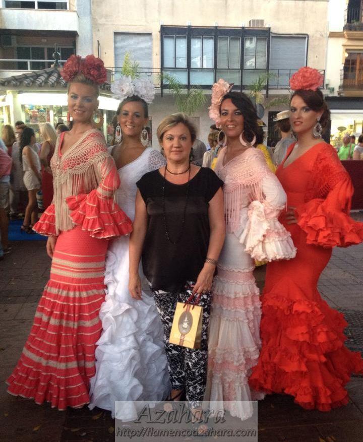 #Desfile #moda #flamenca en la #NocheViva de #Fuengirola. #Vestidos de #diseñadoras en exclusiva para #Azahara