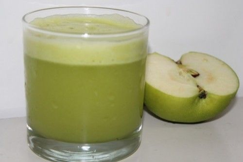 IT'S ALL GREEN TO ME Υλικά:  1 φλιτζάνι λάχανο  1 φλιτζάνι σπανάκι  1/2 φλιτζάνι ανανάς  2 μέτρια πράσινα μήλα  Λίγη φρέσκια μέντα  Εκτέλεση:  Ενώστε όλα τα υλικά σας στο μπλέντερ. Και κατόπιν σας ευχόμαστε άσπρο πάτο.