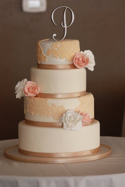 Elegant Vintage Champagne Gold Ivory Pink White Food Round Wedding Cakes Photos Pictures Weddingwire