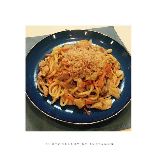 ♡9月4日のレシピrecipe 焼きうどん[3人前]♡キャベツと人参と豚肉を炒め、ある程度炒められたら、うどんとたれをいれ完了。  #レシピ #和食 #献立 #和食ごはん #recipe #肉 #easycooking #recipes #cooking #料理 #焼きうどん #簡単レシピ #dinner #familydinner #delicious #mama #eating #盛り付け #workingmom #キャベツ #にんじん #japan #japanese #dinner #和食器 #healthyfood  #cool #noodles #うどん