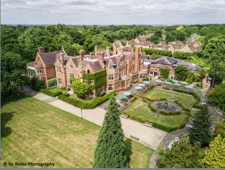 Located in Kingston-upon-Thames and with an elegant gated approach, Warren House is a beautiful Victorian mansion house. Tucked away on a private road, the ...