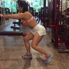 Esse é de matar!!!  E o melhor de tudo, você pode fazer em qualquer lugar! ⛱☃️ Fiz 3 séries de 20 reps e quase morri!   Marque seus amigos que são loucos por fitness!!!#crazy #loucaporfitness #motivation #inspiracao #força #comigovcconsegue #foco #noexcuses #gymaddict #fitness #nogym #nopainnogain #hardcoreladies #glutesculpt #bumbumnanuca #suyansouen #susouen #dicassuyan #tipsbysuyan #coachonline #consultoriasuyan #vemcomigo #girlswithmuscles #fitnessvideos #fitnesslifestyle ...