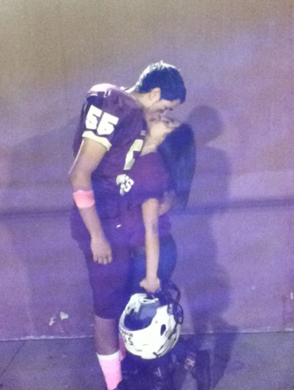 I LOVE this picture! FOOTBALL GIRLFRIEND!