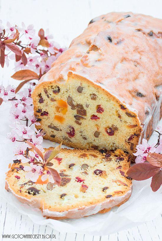 Dziś będę Was zachęcać do przygotowania keksa :) To aromatyczne, kolorowe i pełne bakalii ciasto idealnie nadaje się na Wielkanocny stół. W dodatku nie tylko