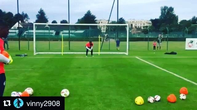 Training using a variety of different balls.. @vinny2908 #nigeria  _______________________________________________________ #goalkeeper #goalkeepers #goalkeepertraining #goalkeepercoach #goalkeepercoaching #torwart #torwarttraining #torwarttrainer #keeper #målvakt #målvaktsträning #gktrainer #gktraining #gktrainingvideos #gardiendebut #portiere #målmandstræning #soccer #football #fussball #sport #bramkarz #bramkarze #goleiro #goleiros #portero #kaleci #love #training