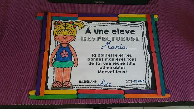 Diploma hecho con dibujo, palitos de colores y cartulina