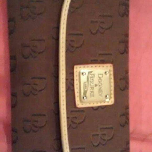 Dooney bourke wallet Dooney bourke wallet no signs of wear Dooney & Bourke Bags Wallets