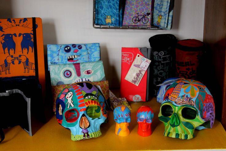 Cráneos y saleros Ángeles Magenta de venta en la tienda Viste Y Raya