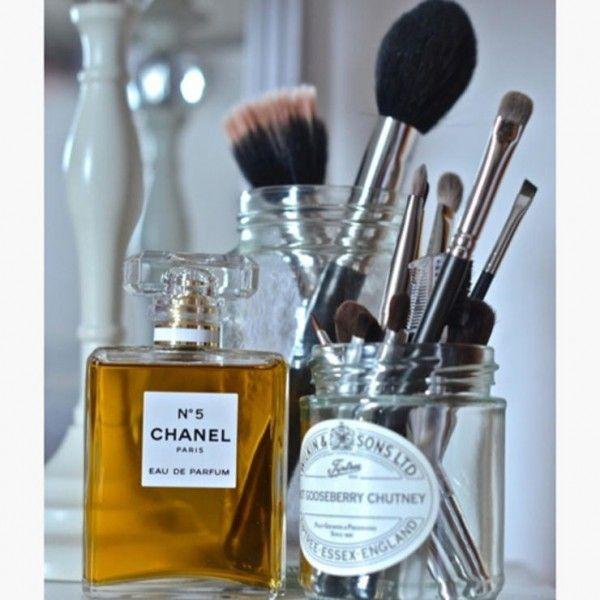 Rangement du maquillage pas cher dans des bocaux  http://www.homelisty.com/rangement-maquillage/