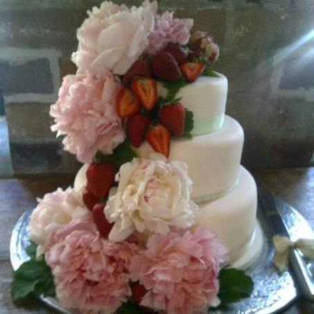 Yummy! Wedding cake decoration. For more wedding flower designs go to www.naomijones.com.au.