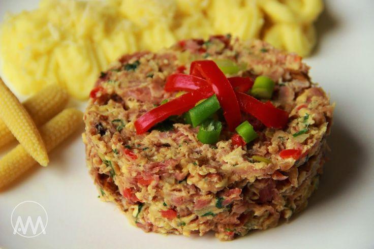 V kuchyni vždy otevřeno ...: Uzené maso s vejci a křenová bramborová kaše