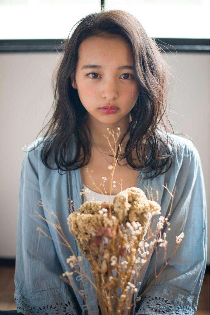 【面長・丸顔別】モテ髪NO.1♡黒髪×ロング×パーマのヘアカタ特集 | HAIR