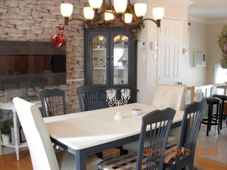 Table , chaises et Buffet peint avec Old White et Graphite