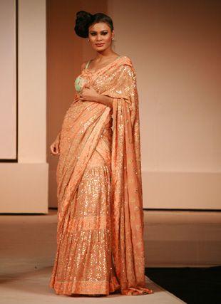 #ParsiGara #Renudadlani #Handembroidery #FashionDesigner