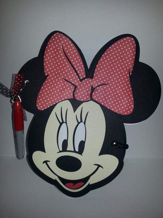Aquí es un libro de autógrafos a mano adorable en forma de Minnie Mouse con Sharpie adjunto (el color puede variar). Mide ~ 6 x 10 y podría