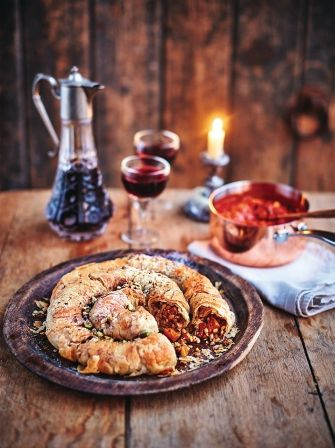 Vegan Moroccan m'hanncha. Beautiful vegetables and grains come together in a spiral pie. #vegetarian. #Vegan.