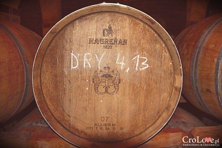 Beczka z winem w winiarni Matuško w Potomje || http://crolove.pl/winiarnia-matusko-w-potomje-na-polwyspie-peljesac/ || #wine #winery #matushko #croatia #chorwacja #kroatien #hrvatska