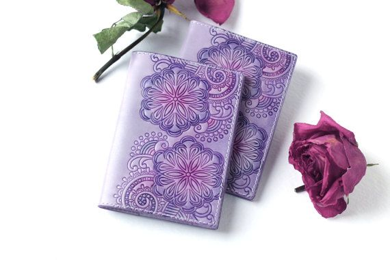 Set of 2 lavender leather passport covers от TwoStarlings на Etsy