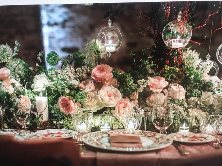 #wedding #destinationwedding #weddingflower #floralrunner #weddingtable #brideandgroomtable #tavoloimperiale #imperialtable #federicaambrosini #federicaambrosinifloraldesigne #federicaambrosiniflower #masterclass #venezia #gala #galadinner