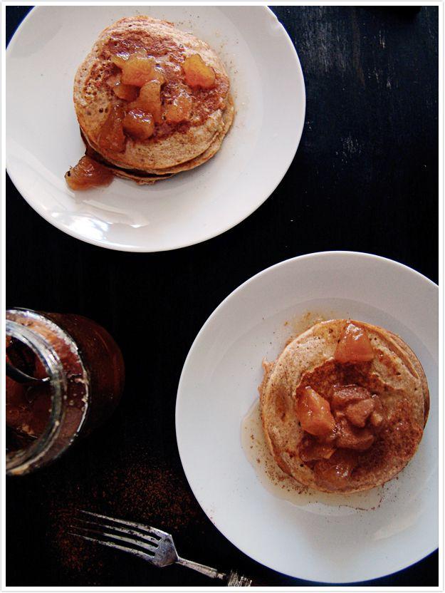 Andava a sonhar com um daqueles pequenos-almoços gulosos numa manhã de domingo bem preguiçosa. Panquecas, compotas e o cheiro a café aca...