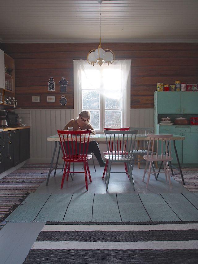 http://www.sateenkaariajaserpentiinia.fi/