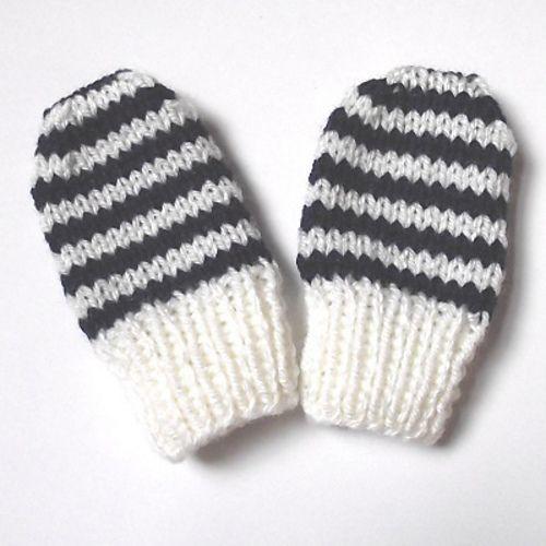 Ravelry: Baby mittens, newborn size pattern by Anke Klempner