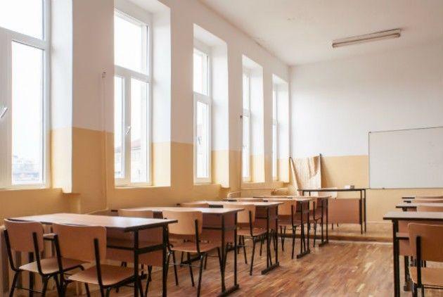 Μαθήτρια μήνυσε καθηγητή λόγω παρατήρησης για θέσεις της για τη χούντα     Συντάκτης: efsyn.gr  Την υποβολή μήνυσης από ενήλικη μαθήτρια εις βάρος καθηγητή που την εγκάλεσε διότι διατύπωσε απαξιωτικές για τη δημοκρατία θέσεις καταγγέλλει η Α' ΕΛΜΕ Δυτικής Αττικής. Εκφράζοντας την αλληλεγγύη της στον εκπαιδευτικό καλεί σε σε συγκέντρωση την ημέρα διεξαγωγής της δίκης. Η ανακοίνωση της Α' ΕΛΜΕ Δυτικής Αττικής αναφέρει τα εξής: Πέρασαν 50 χρόνια από την αμερικανοκίνητη επιβολή της Χούντας των…