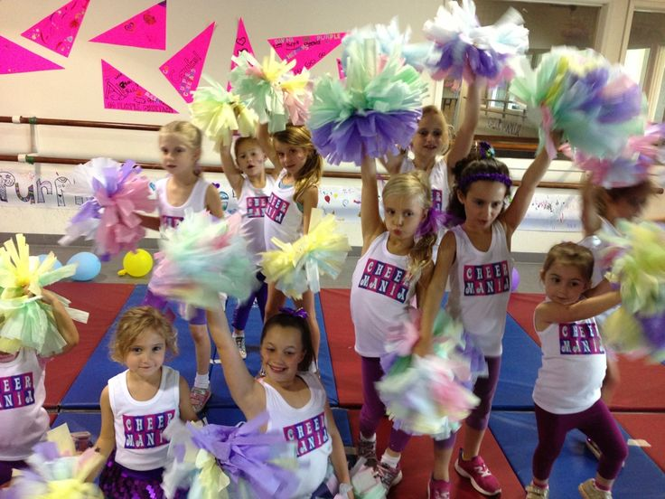 How to make cheerleading pom poms out of tissue paper - 10 easy steps - Cheer Mania Party