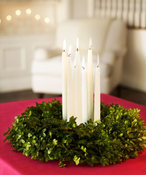 Flickering candles with simple wreath - easy to do!